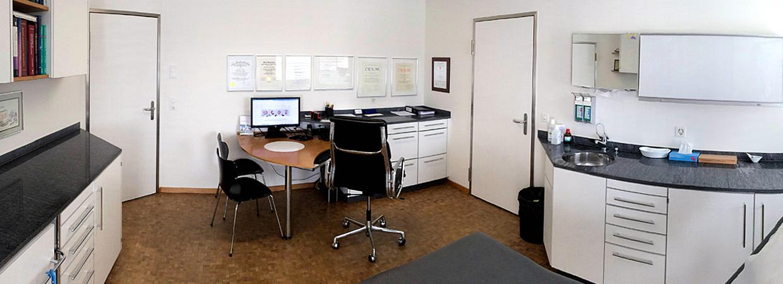 Praxis Dr. Merian Basel - Untersuchungszimmer